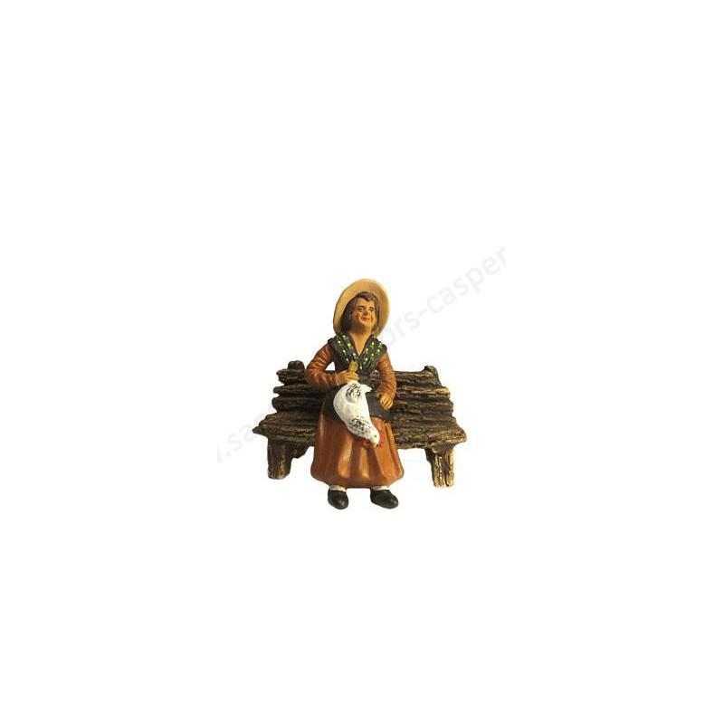 Femme à la Poule assise sur le banc